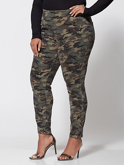 Plus Size Camo High-Rise Jeggings - Fashion To Figure