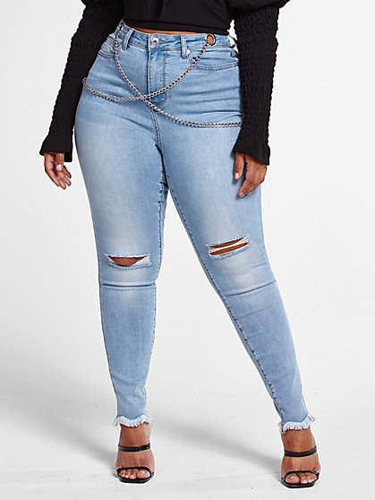 Plus Size Light Wash High Rise Skinny Jeans with Chain Detail - Fashion To Figure