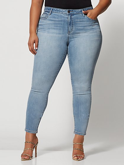 Plus Size Light Wash Mid-Rise Crosshatch Jeans - Fashion To Figure