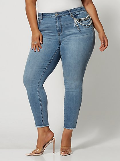 Plus Size Mid-Rise Pearl Chain Skinny Jeans - Fashion To Figure