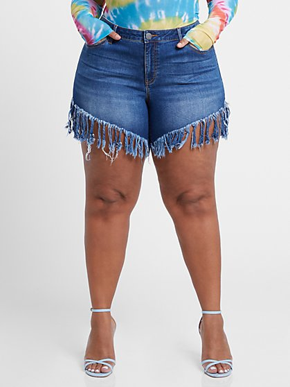 Plus Size Mid-Rise Slant Frayed Hem Shorts - Fashion To Figure