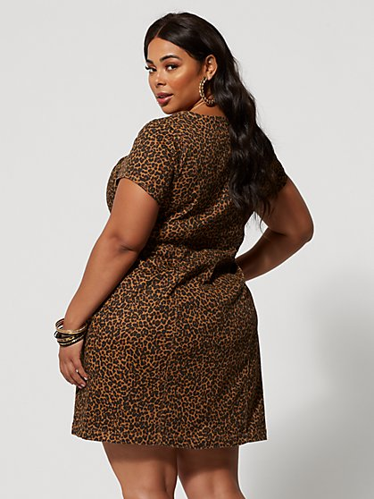 bd959dd4fc5a65 ... Plus Size Sierra Animal Print Denim Dress - Fashion To Figure ...